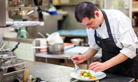 Tablier de cuisine pour professionnel et particulier for Tablier de cuisine professionnel